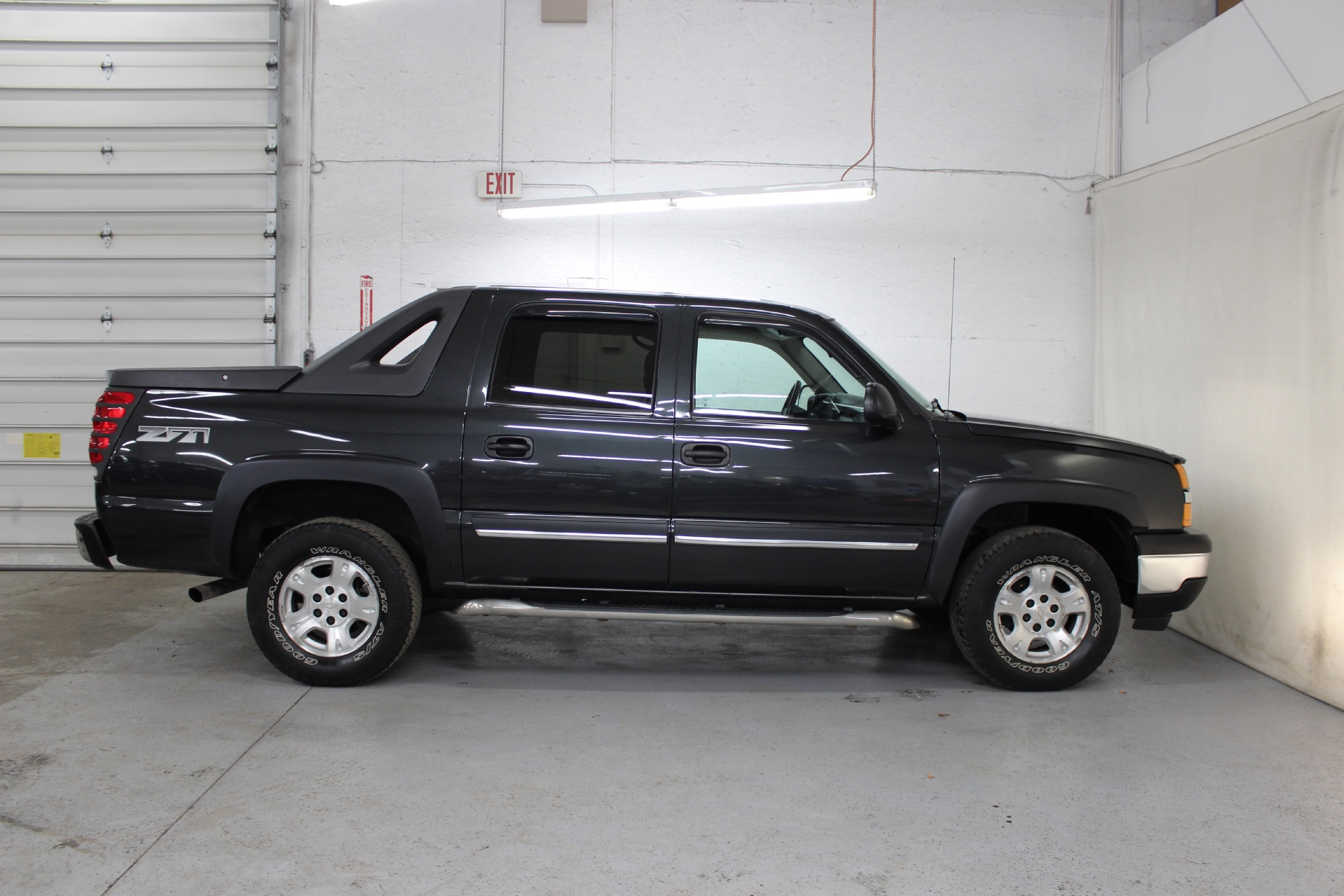 2006 chevrolet avalanche z71 1500 biscayne auto sales pre owned dealership ontario ny. Black Bedroom Furniture Sets. Home Design Ideas