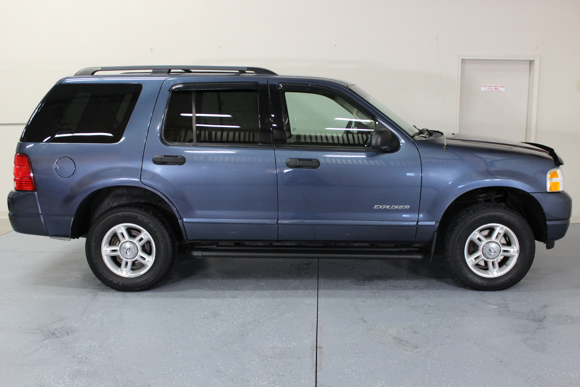 Ford Explorer Color Options >> 2004 Ford Explorer XLT - Biscayne Auto Sales | Pre-owned Dealership | Ontario, NY