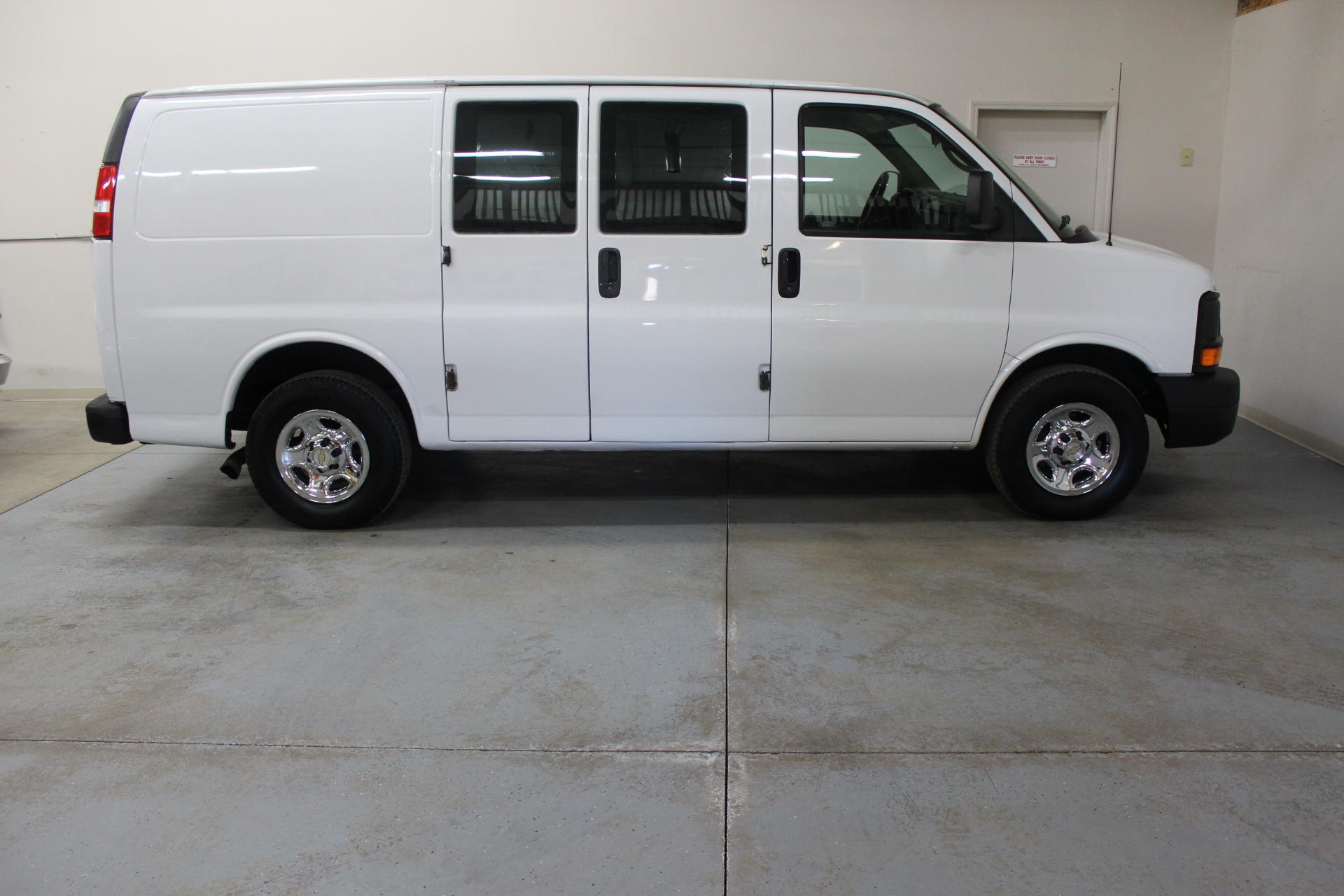 2005 chevrolet express cargo 1500 biscayne auto sales pre owned dealership ontario ny. Black Bedroom Furniture Sets. Home Design Ideas