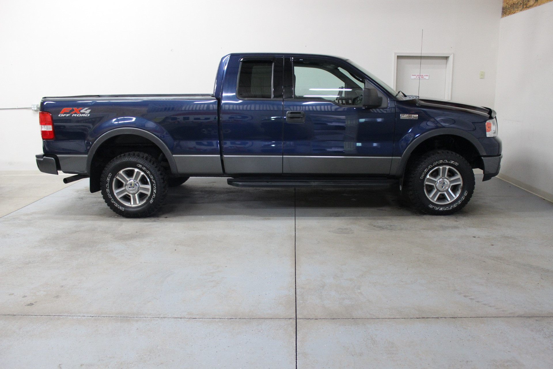 2004 ford f 150 fx4 biscayne auto sales pre owned dealership ontario ny. Black Bedroom Furniture Sets. Home Design Ideas