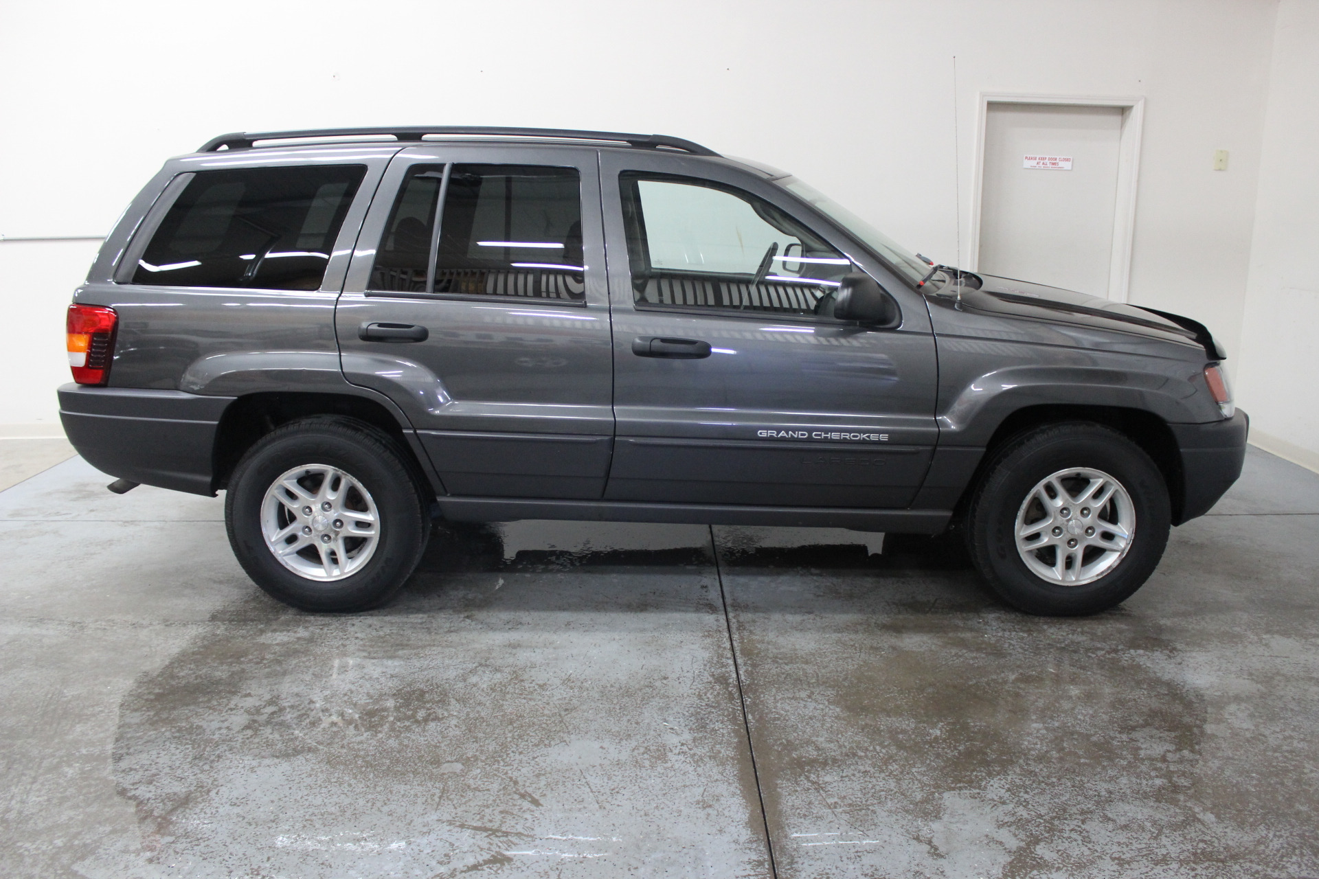2004 jeep grand cherokee laredo biscayne auto sales. Black Bedroom Furniture Sets. Home Design Ideas