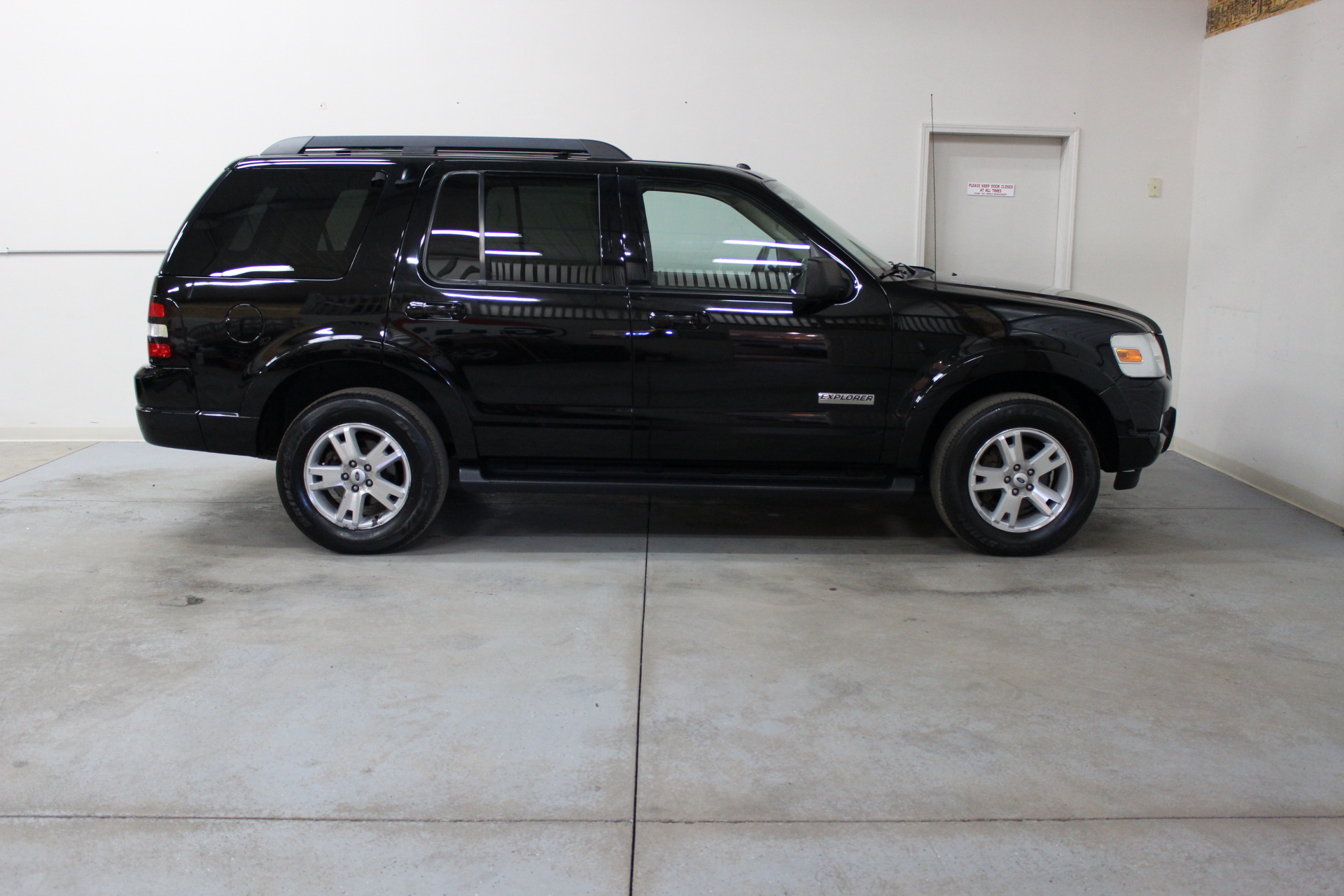 2007 ford explorer xlt 4wd biscayne auto sales pre. Black Bedroom Furniture Sets. Home Design Ideas