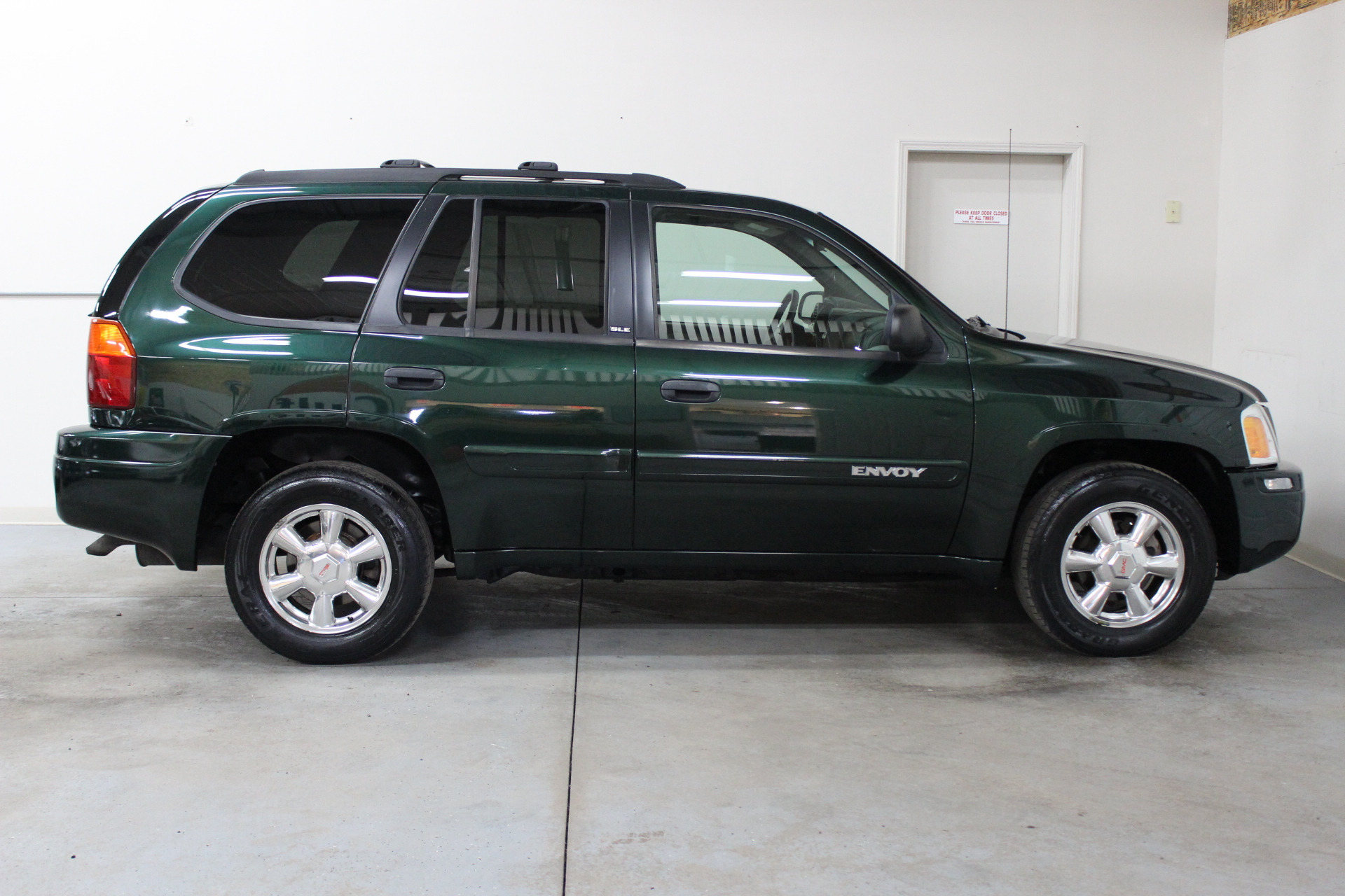 2003 gmc envoy sle biscayne auto sales pre owned. Black Bedroom Furniture Sets. Home Design Ideas