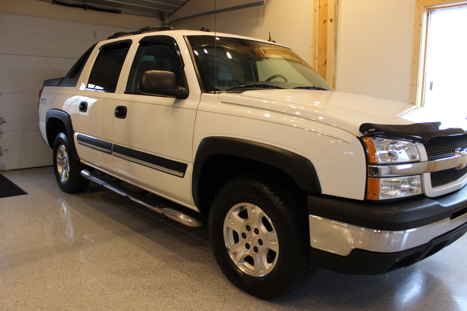 2004 chevrolet avalanche 1500 biscayne auto sales pre owned dealership ontario ny. Black Bedroom Furniture Sets. Home Design Ideas