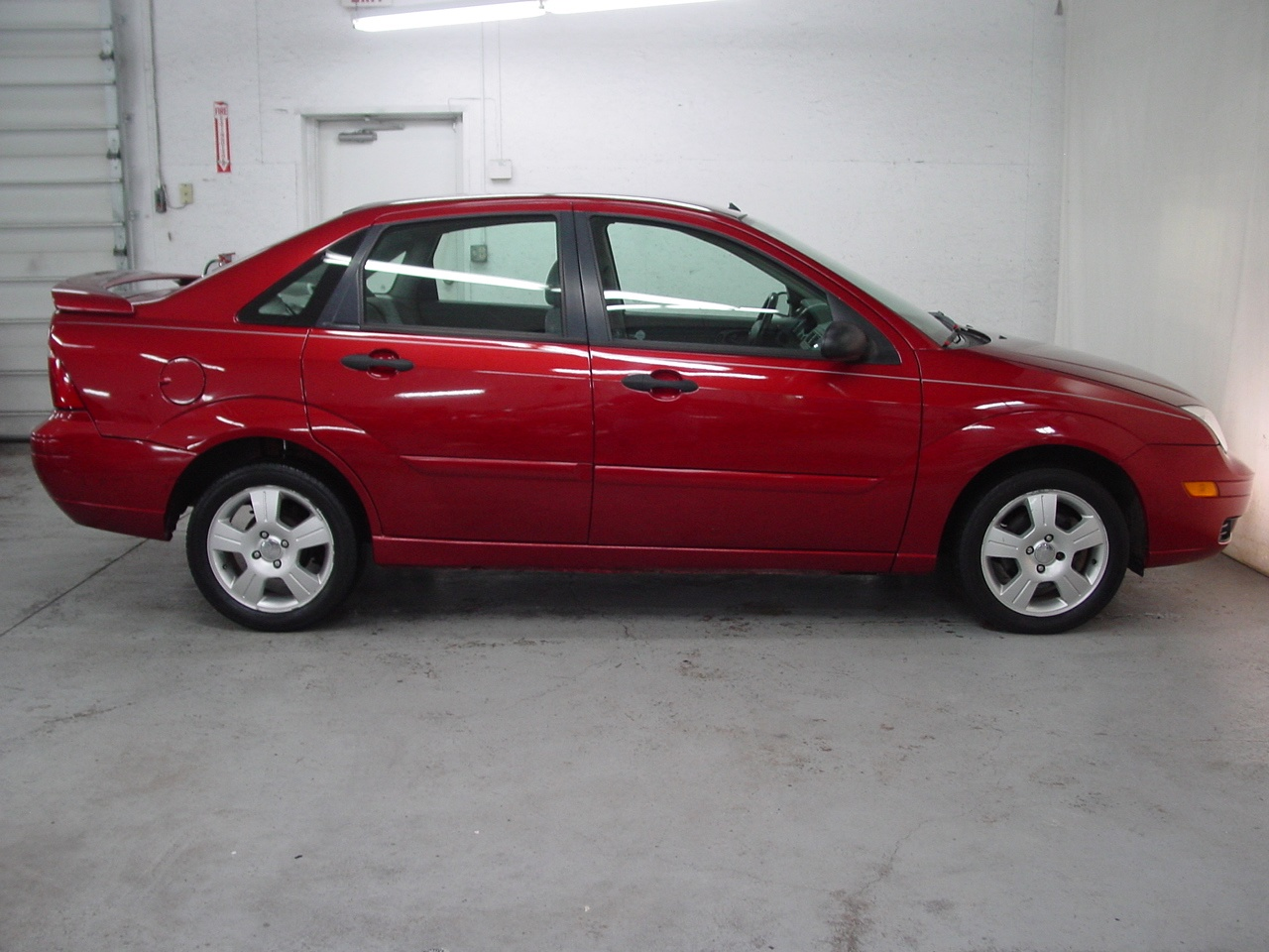 2005 ford focus zx4 ses biscayne auto sales pre owned. Black Bedroom Furniture Sets. Home Design Ideas