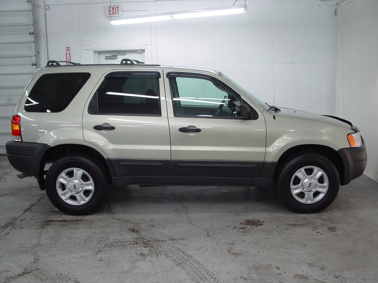 2004 ford escape xlt biscayne auto sales pre owned dealership ontario ny. Black Bedroom Furniture Sets. Home Design Ideas