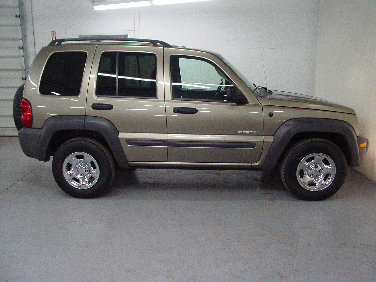 2004 jeep liberty sport biscayne auto sales pre owned. Black Bedroom Furniture Sets. Home Design Ideas