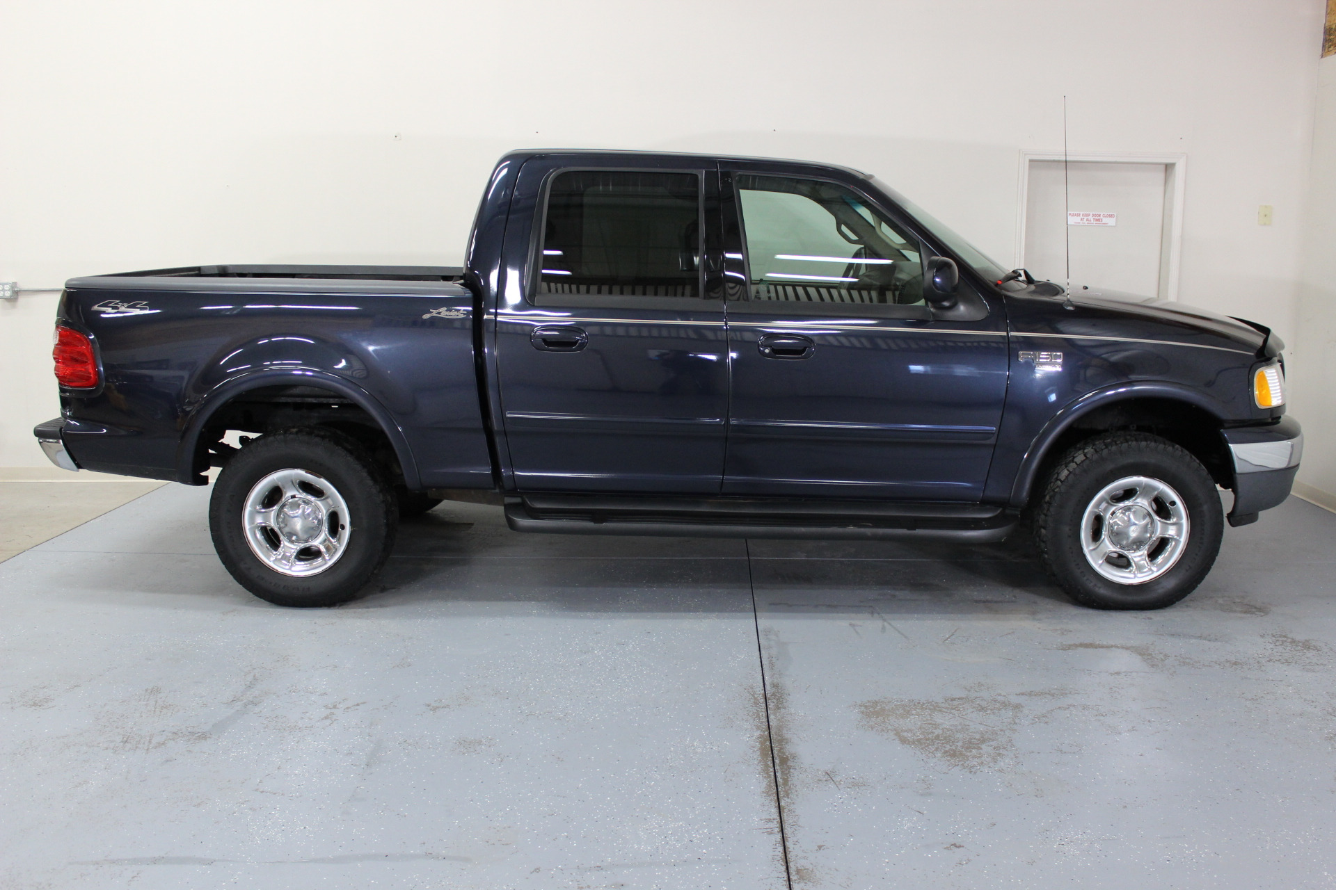 2001 ford f 150 lariat biscayne auto sales pre owned dealership ontario ny. Black Bedroom Furniture Sets. Home Design Ideas