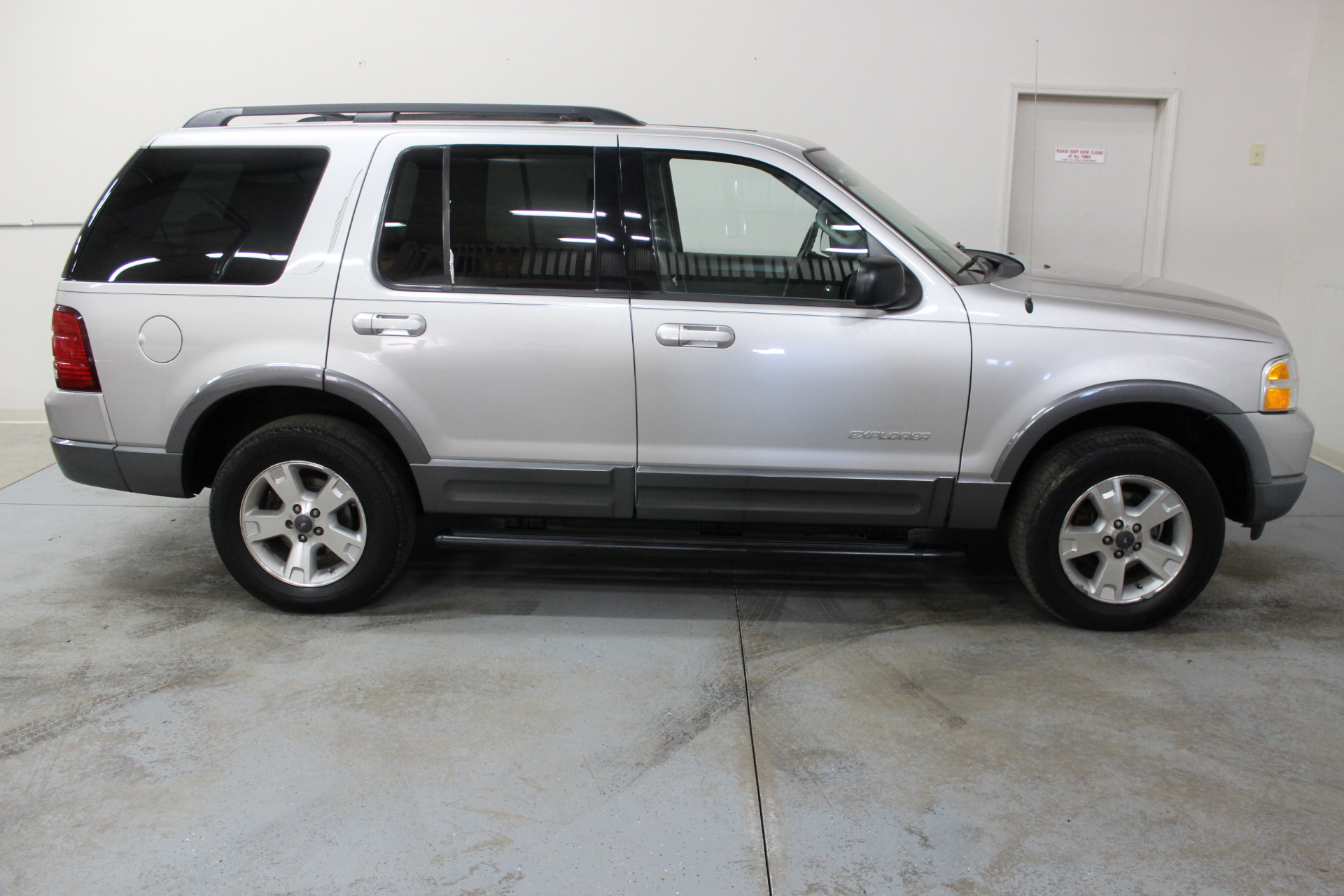 2004 ford explorer xlt biscayne auto sales pre owned. Black Bedroom Furniture Sets. Home Design Ideas