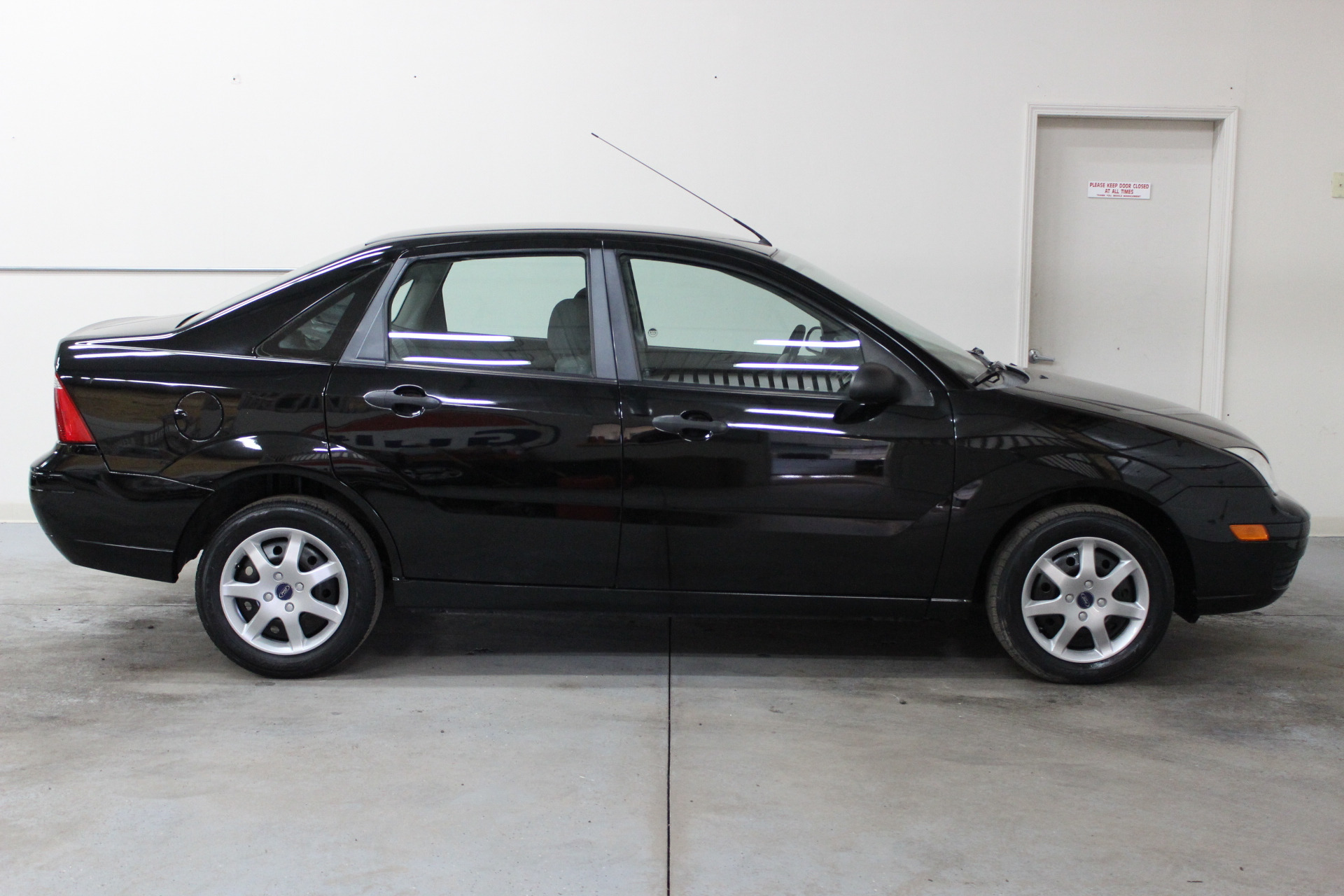2007 ford focus zx4 se biscayne auto sales pre owned. Black Bedroom Furniture Sets. Home Design Ideas