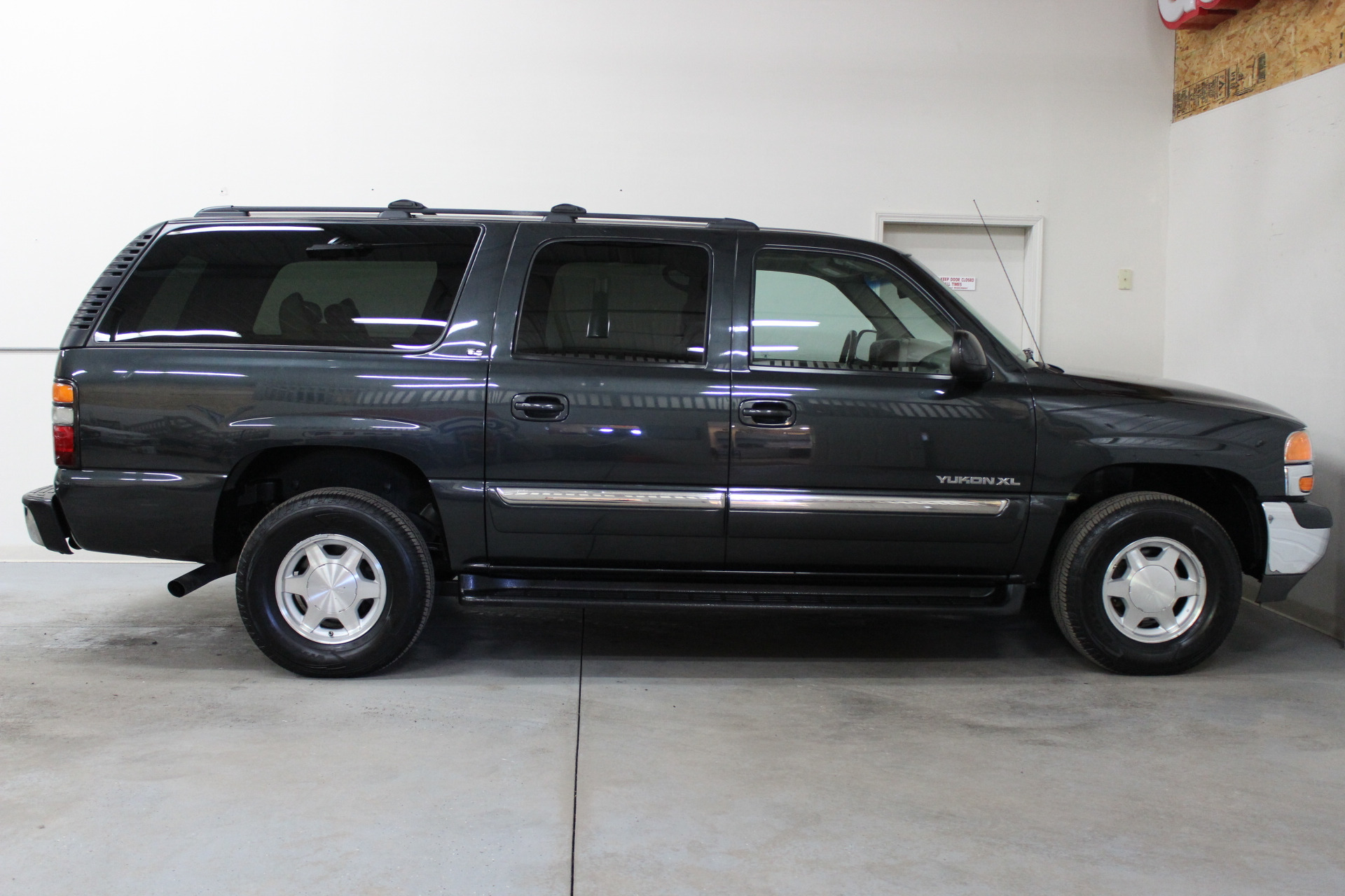 2005 gmc yukon xl 1500 slt biscayne auto sales pre owned dealership ontario ny. Black Bedroom Furniture Sets. Home Design Ideas