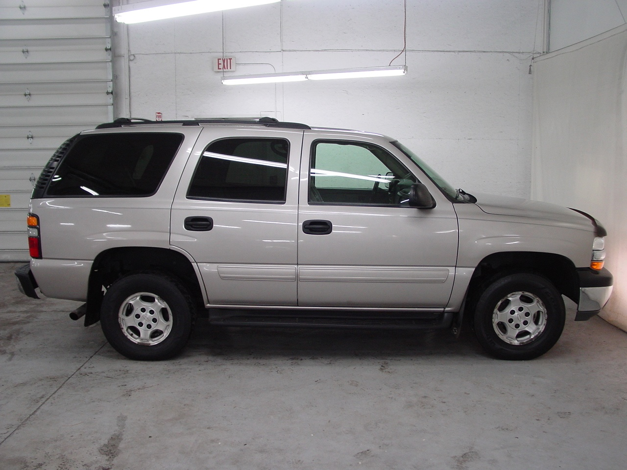 2004 chevrolet tahoe ls biscayne auto sales pre owned. Black Bedroom Furniture Sets. Home Design Ideas