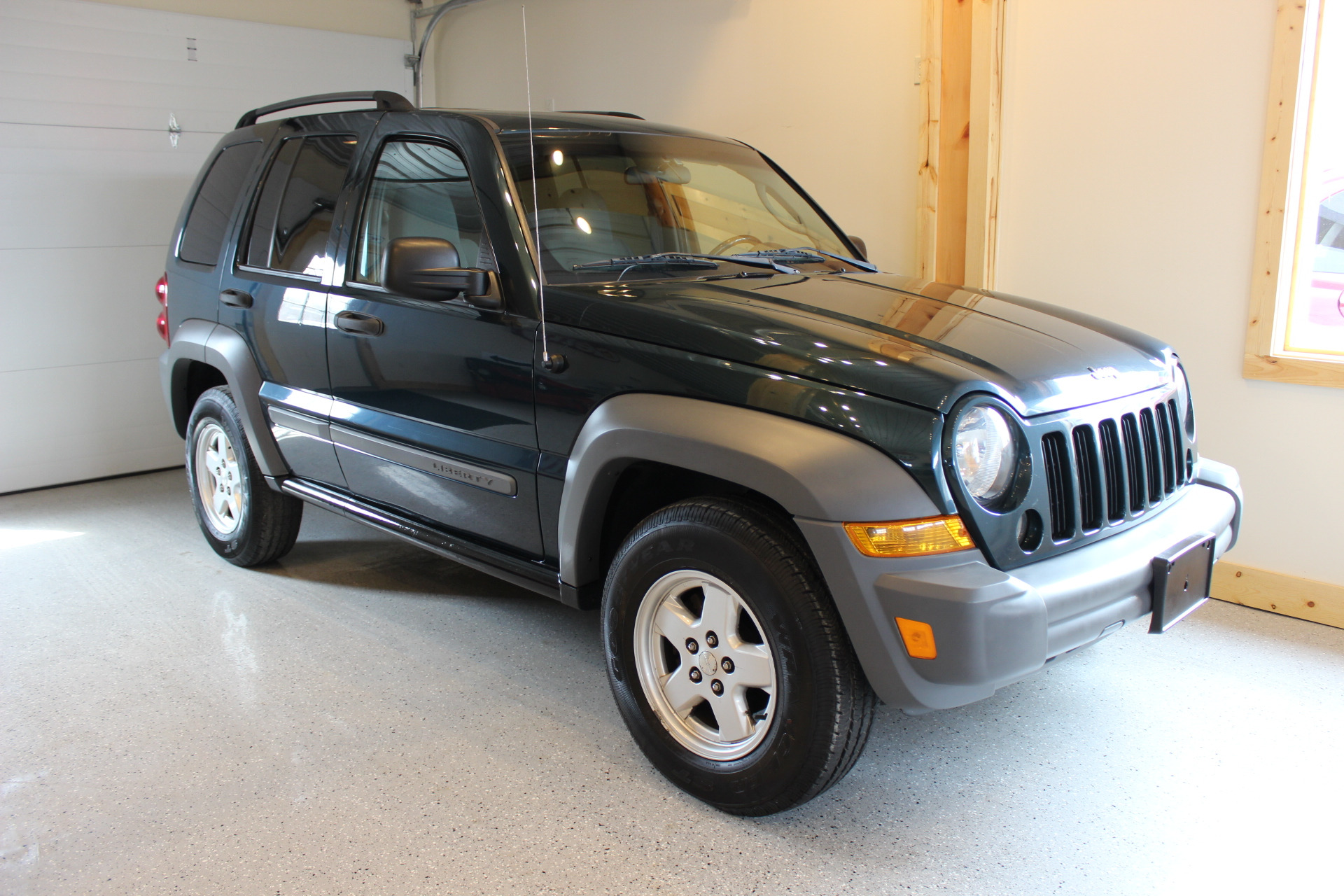 2005 jeep liberty sport - biscayne auto s | pre-owned