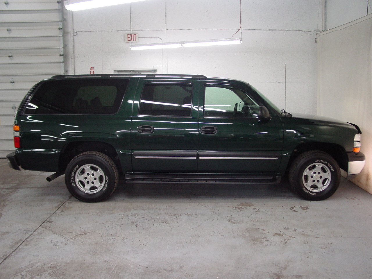 2004 chevrolet suburban 1500 ls biscayne auto sales pre owned dealership ontario ny. Black Bedroom Furniture Sets. Home Design Ideas