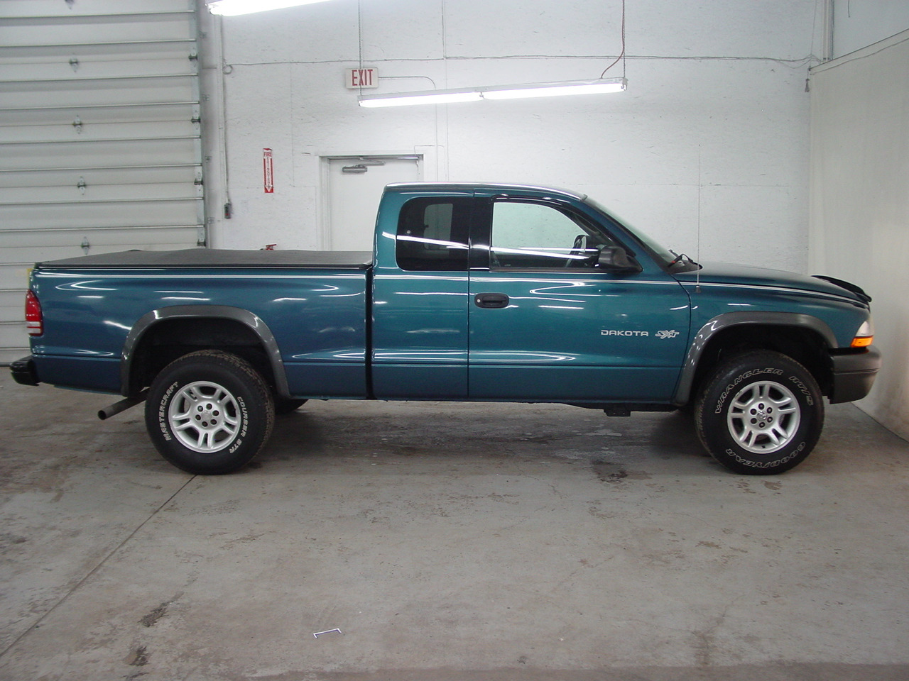 2002 dodge dakota sxt biscayne auto sales pre owned. Black Bedroom Furniture Sets. Home Design Ideas