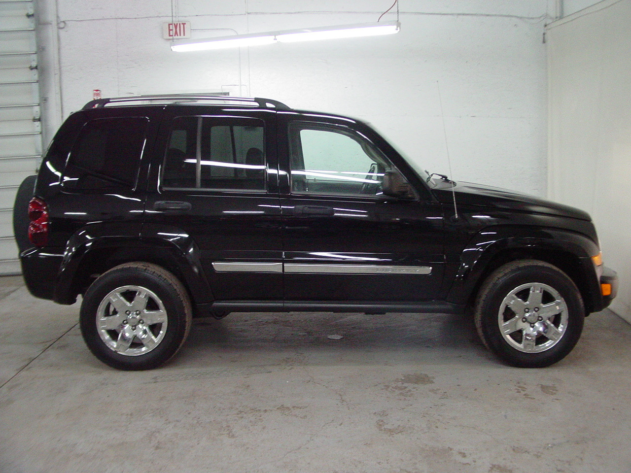2005 jeep liberty limited biscayne auto sales pre. Black Bedroom Furniture Sets. Home Design Ideas